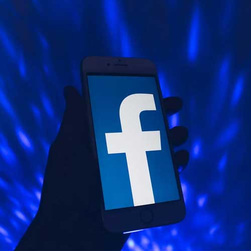 Facebook signs renewable energy deal in India